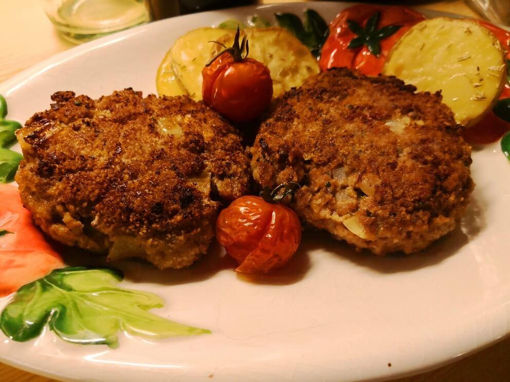 Bayrische Fleischpflanzerl mit Rosmarinkartoffeln