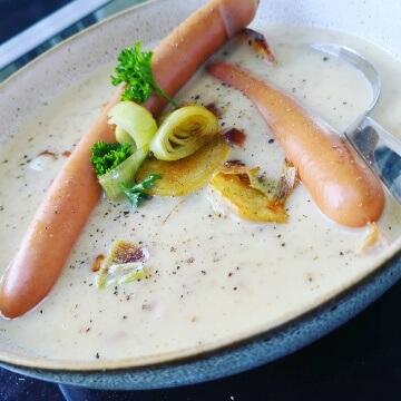 Kartoffelsuppe mit Wiener Würstchen und Kartoffel-Lauch-Gröstl (Kenwood Original-Rezept)